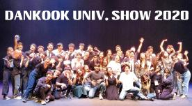 "Graduation performance of musical majors and ""tomorrow's musical stars"" receive a 'standing ovation'"